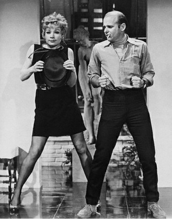 Shirley-MacLaine-and-Bob-Fosse-rehearsing-a-scene-for-Sweet-Charity.-350x447
